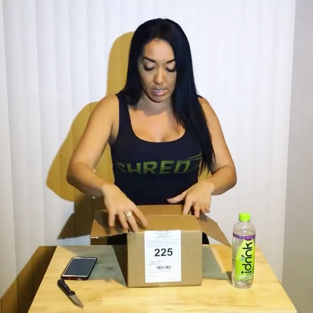 See the whole unboxing video fb.com/ketochasers to see everything I got and hear more about smart buns!! I'm on a KETO diet and have lost 25lbs by not eating carbs or sugars!! Thank you @smartbakingcompany for sending out this package of your awesome low/no-carb products!! —- Has anyone tried these products out? They're delicious and have NO carbs