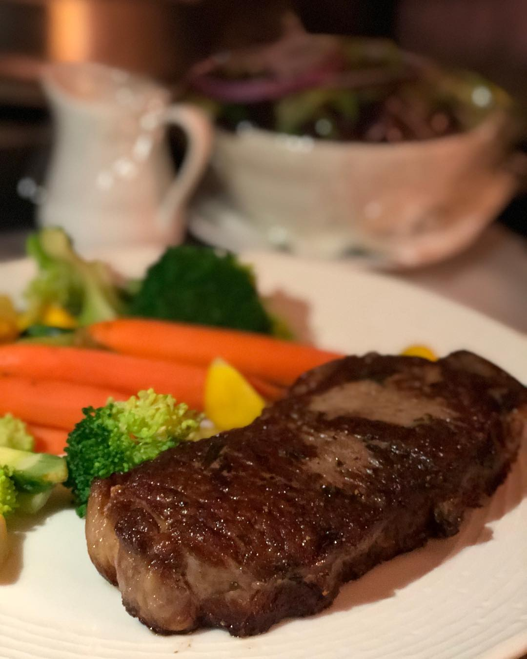 I love a good ribeye, it's my favorite cut.. People tend to love filet but I'm not sure they really understand why… Filet is soft and tender but rarely has the flavor of a ribeye because it has no fat.. marbling of fat in a ribeye is what makes it so amazing and that's the best thing on a keto diet… I didn't have a ribeye choice on room service while working on my lunch hour so I opted for the New York.. note to self: no more New York Strip! I didn't eat the carrots