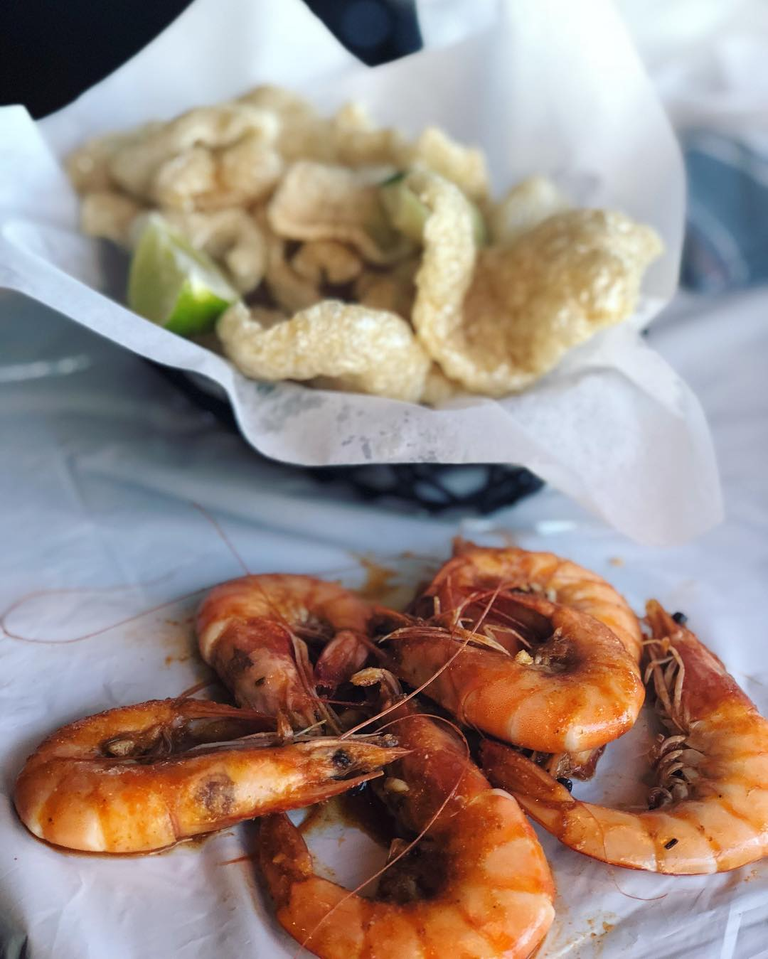 So we have this super fun restaurant in Vegas called @HotNjuicyLv and going there for lunch or dinner is TOTALLY KETO! I had a pound of steamed shrimp covered in butter and spices as well as FRESH MADE pork cracklin's! NOTE: you eat with your hands so prepare to get messy! OTHER NOTE: dip the cracklin's in your butter for extra flavor