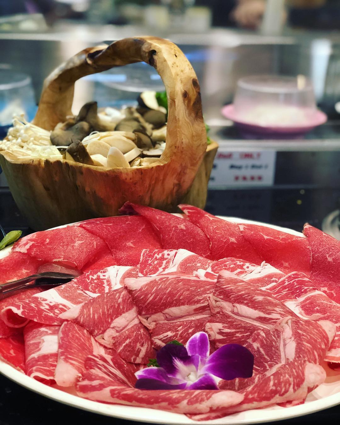 Last night I had dinner at a Mongolian Hot Pot restaurant here in Vegas called @chubbycattle… I love to get the mushroom basket and beef combo which you cook in your own soup hot pot in front of you. If you want any extras you just grab them off the conveyor belt in front of you! Such a fun and very KETO dining experience